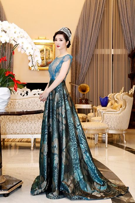 Hoa hau Giang My thay 3 bo trang phuc trong dem Sac Tam Tai - Anh 1