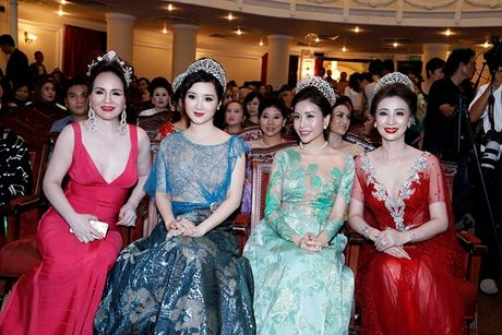 Hoa hau Giang My thay 3 bo trang phuc trong dem Sac Tam Tai - Anh 4