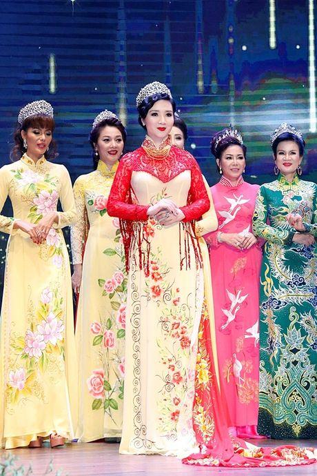 Hoa hau Giang My thay 3 bo trang phuc trong dem Sac Tam Tai - Anh 5