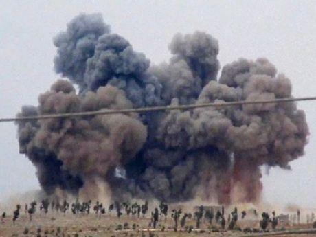Chien dau co Nga, Syria doi bom diet khung bo khap tinh Idlib - Anh 1