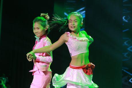 Lo dien cap doi vu cong 'nhi' duy nhat trong liveshow Che Linh - Anh 2