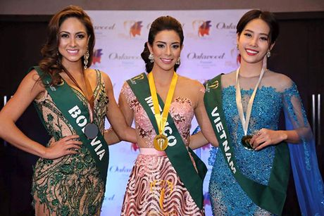 Nam Em dang tran tre hy vong mang chiec vuong mien Miss Earth 2016 - Anh 2