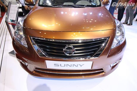 Nissan Sunny phien ban nang cap ra mat, gia ban khong doi - Anh 2