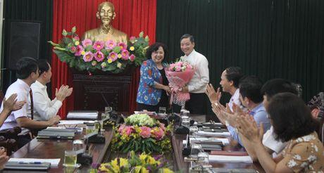 Trao quyet dinh bo nhiem Pho Chanh Van phong HDND TP cho ong Tran Hop Dung - Anh 1