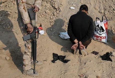 That thu truoc quan doi Iraq, IS ru nhau thao chay khoi Mosul - Anh 1