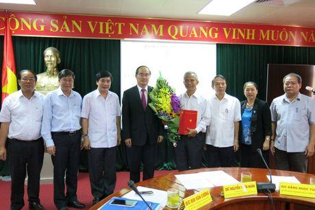 Trao Quyet dinh cua Bo Chinh tri toi dong chi Dang Ngoc Tung - Anh 1