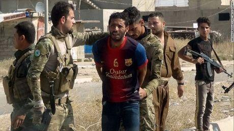 7 gio nin tho duoi gam giuong ky tuc xa tron IS cua co gai Iraq - Anh 2
