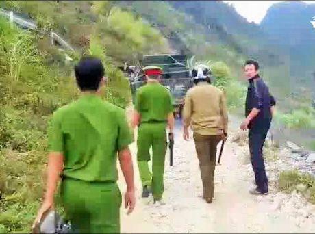 Ha Giang: Khan truong lam ro vu 'an va' lam ach tac giao thong tren Quoc lo 4C - Anh 2
