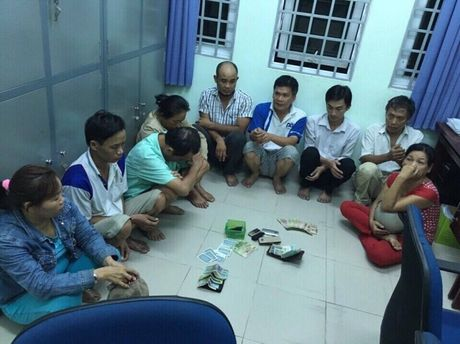 Binh Duong: Bat qua tang 9 doi tuong danh bac trong nha tro - Anh 1