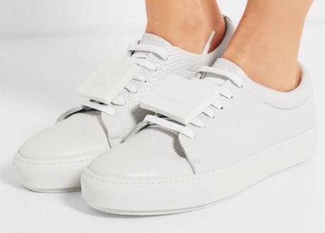 Sneaker trang - item gay nghien khong bao gio loi mot - Anh 8