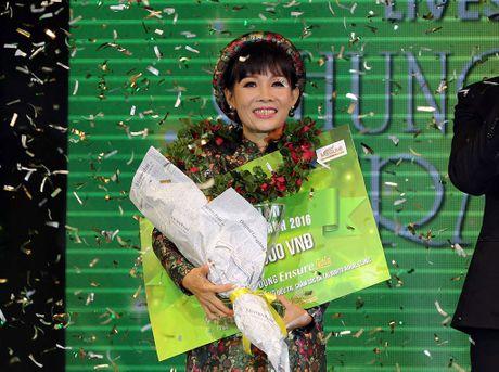 'Doa hoa no muon xu Hue' gianh quan quan 'Tieng hat mai xanh' - Anh 1