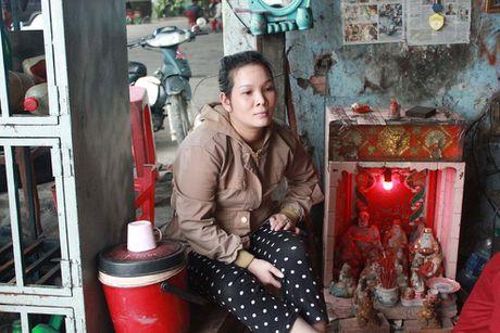 Nguoi dan ong 11 nam khong met moi tim… cho ket xe o Sai Gon - Anh 6