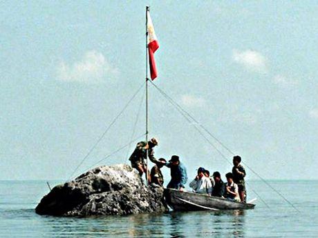 Ngu dan Philippines quay lai Scarborough, khong bi Trung Quoc ngan can - Anh 2