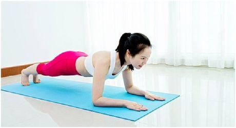 6 dong tac yoga don gian tot cho chuyen yeu - Anh 6