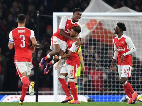 Dien ao thoi vang son, Arsenal mo ve ngoi bau - Anh 11