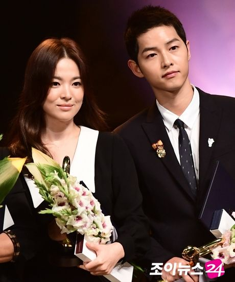 Song Joong Ki, Song Hye Kyo nhan bang khen cua Tong thong - Anh 1