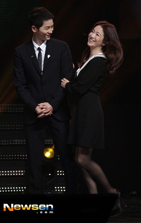 Song Joong Ki, Song Hye Kyo nhan bang khen cua Tong thong - Anh 2