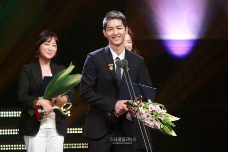 Song Joong Ki, Song Hye Kyo nhan bang khen cua Tong thong - Anh 3