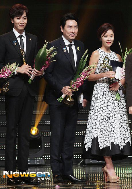 Song Joong Ki, Song Hye Kyo nhan bang khen cua Tong thong - Anh 6