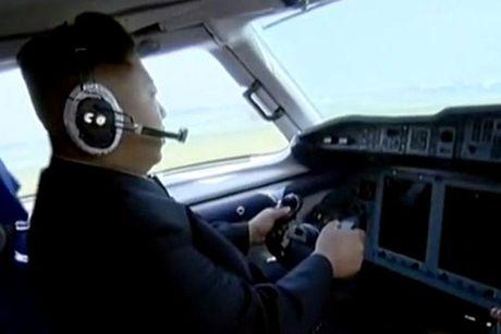 Kim Jong-un lai may bay - Anh 2