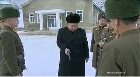 Kim Jong-un lai may bay - Anh 5