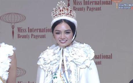 Phuong Linh trang tay, nguoi dep Philippines dang quang Miss International 2016 - Anh 2