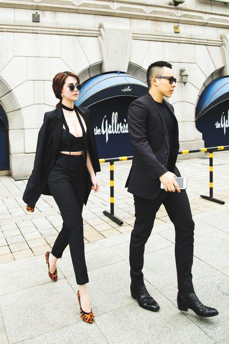 Ngoc Trinh dien bra-top tren duong pho Han Quoc - Anh 3