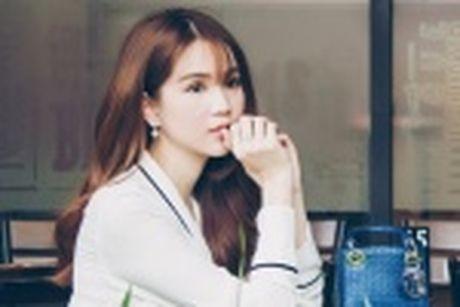 Ngoc Trinh dien bra-top tren duong pho Han Quoc - Anh 7