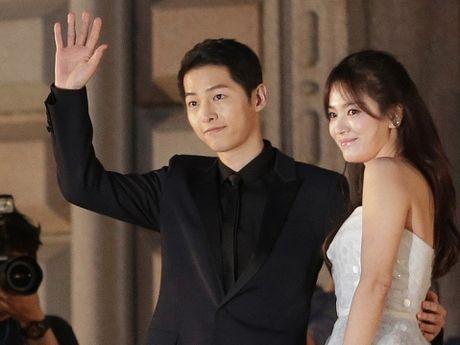 Song Joong Ki & Song Hye Kyo: Dua van hoa dai chung Han Quoc len tam cao moi - Anh 1