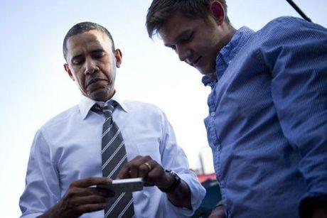 Co gi trong chiec Iphone 'cui bap' cua Tong thong My Barack Obama? - Anh 3