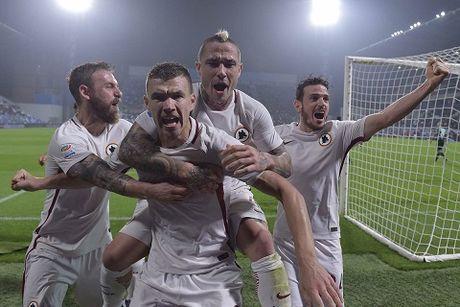 CAP NHAT toi 28/10: Sao Roma bi trom khi dang... ghi ban. Ibra khong bao gio sanh duoc Cantona - Anh 1