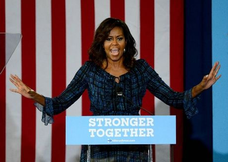 Phu nhan Obama: 'Clinton la ung cu vien sang gia nhat trong lich su bau cu My' - Anh 1