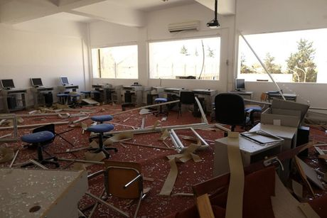 Le tot nghiep trong truong dai hoc bi danh bom o Libya - Anh 10
