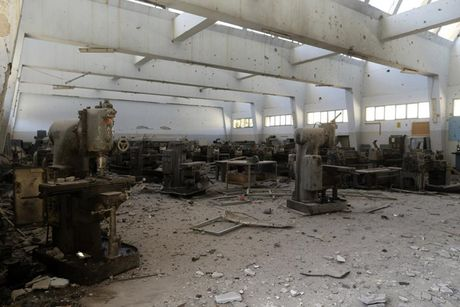 Le tot nghiep trong truong dai hoc bi danh bom o Libya - Anh 12