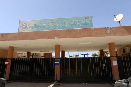 Le tot nghiep trong truong dai hoc bi danh bom o Libya - Anh 13
