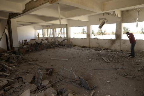 Le tot nghiep trong truong dai hoc bi danh bom o Libya - Anh 14