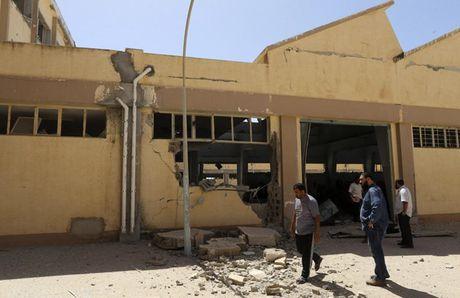 Le tot nghiep trong truong dai hoc bi danh bom o Libya - Anh 15