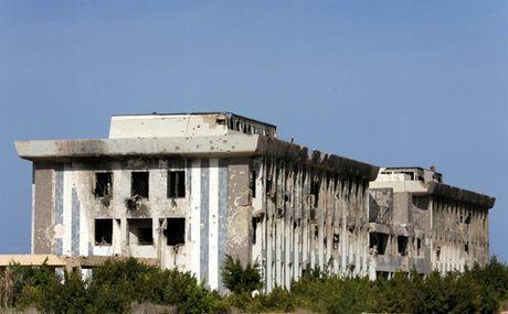 Le tot nghiep trong truong dai hoc bi danh bom o Libya - Anh 2