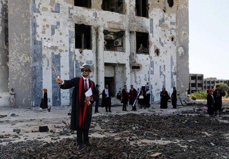 Le tot nghiep trong truong dai hoc bi danh bom o Libya - Anh 3