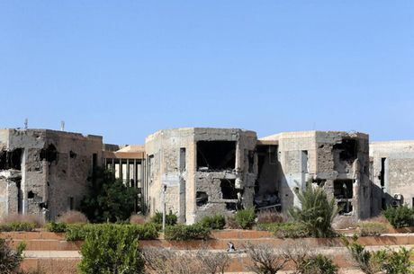 Le tot nghiep trong truong dai hoc bi danh bom o Libya - Anh 7