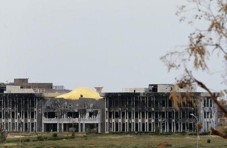 Le tot nghiep trong truong dai hoc bi danh bom o Libya - Anh 9