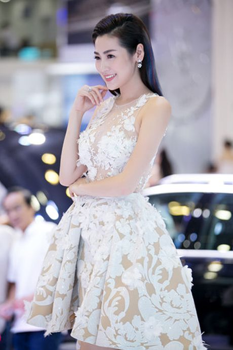 A hau Tu Anh 'cham chut' Noo Phuoc Thinh nhu...nguoi yeu - Anh 9