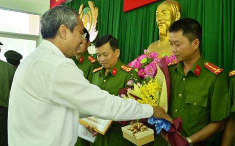 TPHCM: Khen thuong Cong an quan 5 pha nhanh 2 duong day ma tuy - Anh 1