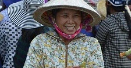 Tiep tuc cap nhat danh sach ung ho dong bao mien Trung bi lu lut - Anh 1