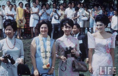 Ngam anh dep Phu nhan Pho Tong thong Nguyen Cao Ky va Tham Thuy Hang - Anh 7