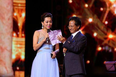MC Ky Duyen muon lam vo thu 5 khien Che Linh 'dung hinh' tren san khau - Anh 2