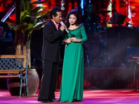 MC Ky Duyen muon lam vo thu 5 khien Che Linh 'dung hinh' tren san khau - Anh 5