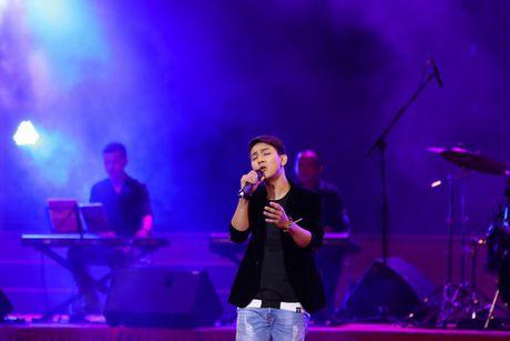 MC Ky Duyen muon lam vo thu 5 khien Che Linh 'dung hinh' tren san khau - Anh 7