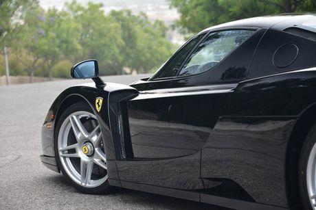 Ngam Ferrari Enzo den bong gia 75,9 ty dong - Anh 14