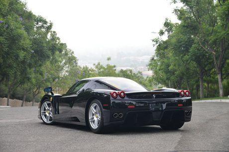 Ngam Ferrari Enzo den bong gia 75,9 ty dong - Anh 2